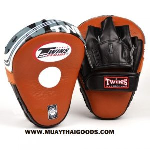 TWINS FOCUS PUNCHING MITTS BROWN CLASSIC PML 10